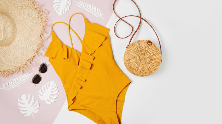 maillot de bain une pièce été soleil chapeau lunettes plage sac