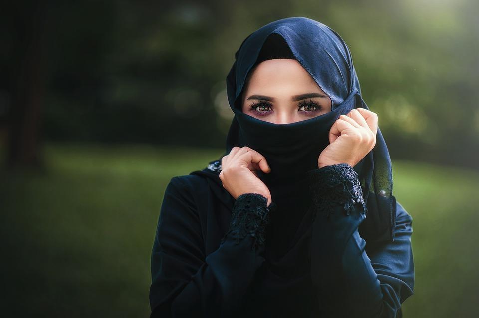 femme voilée arabe