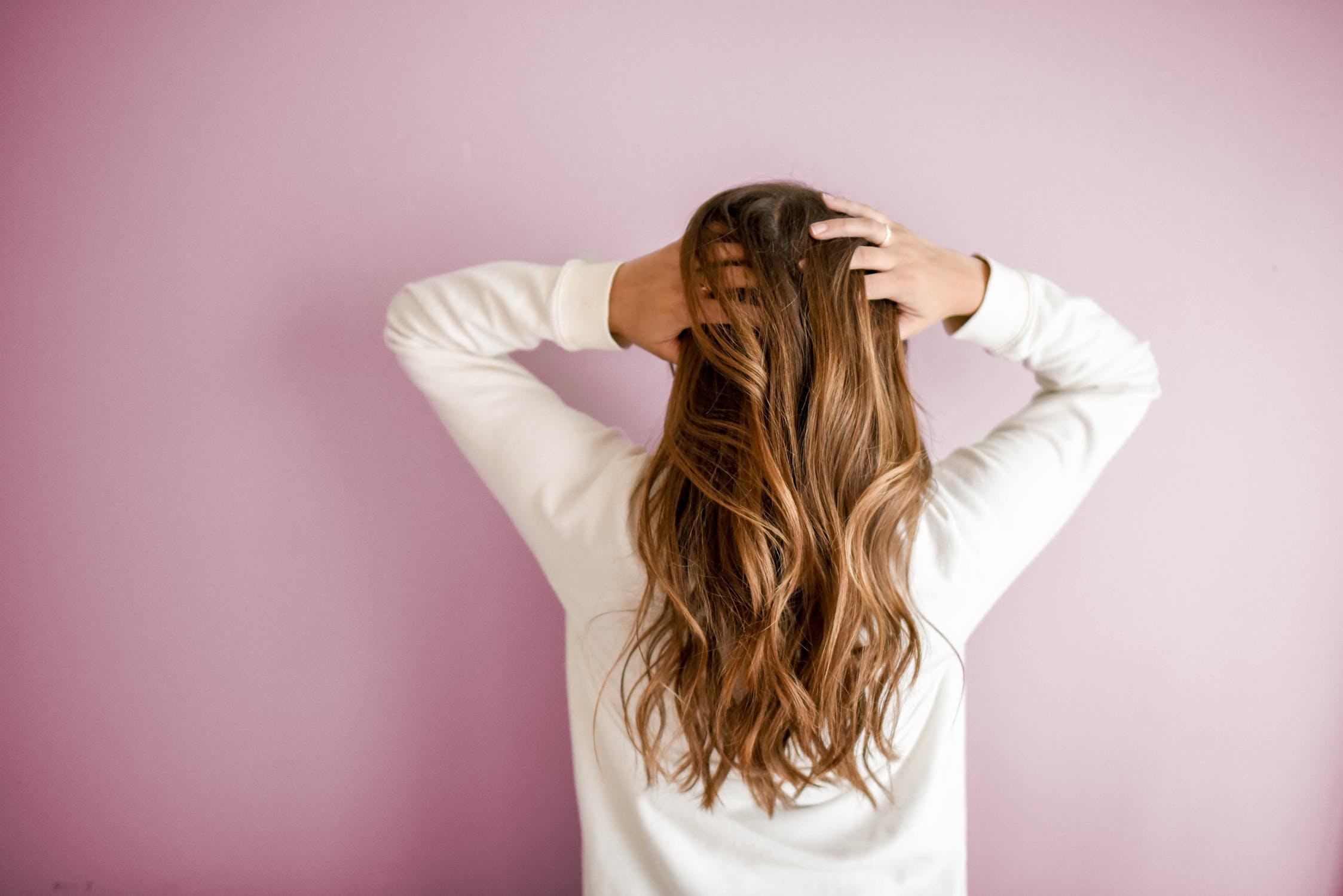 cheveux qui grattent