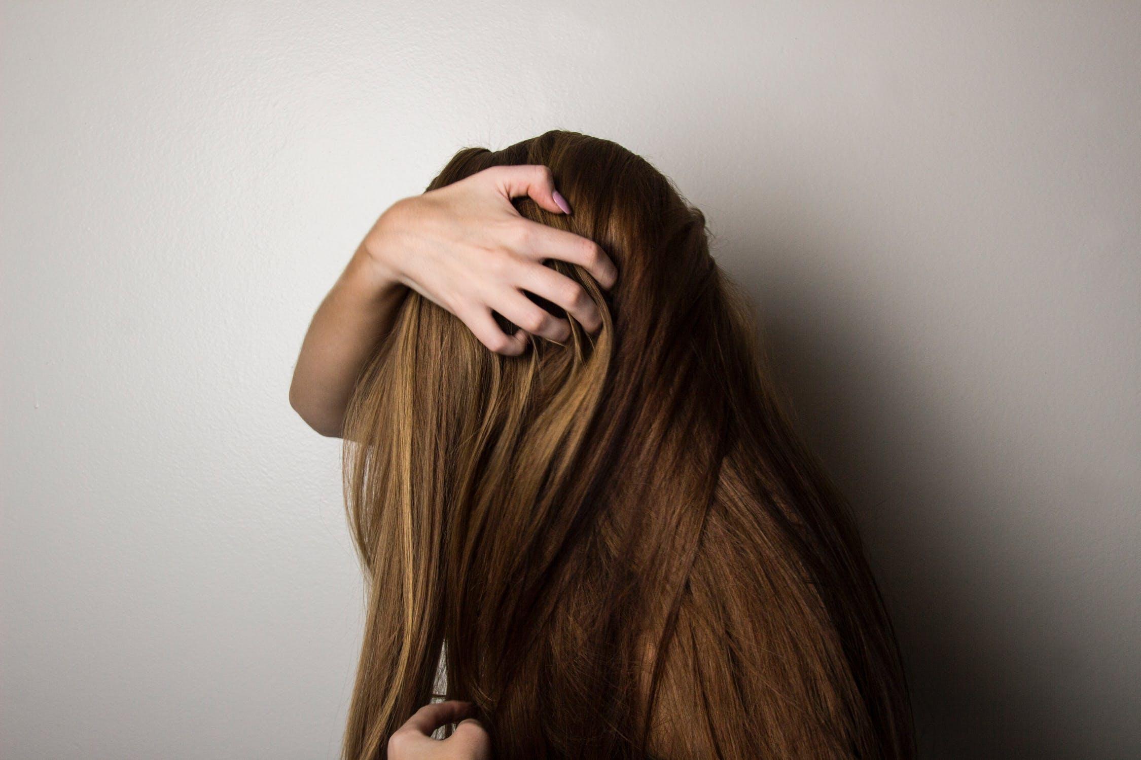 cheveux qui grattent chevelure