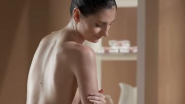 femme frigide masturbation se masturber être à l'aise toute nue
