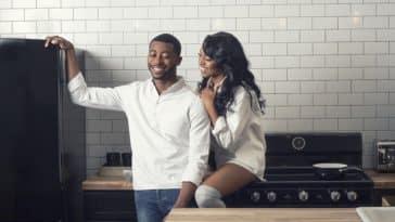 couple cuisine soirée en amoureux