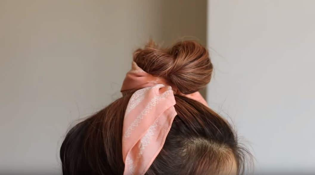 coiffure chignon bun bandeau bandana cheveux
