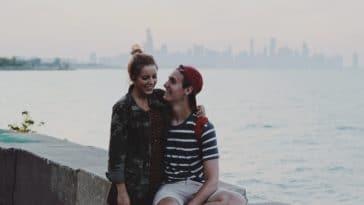 physique plus attirant couple parler amoureux
