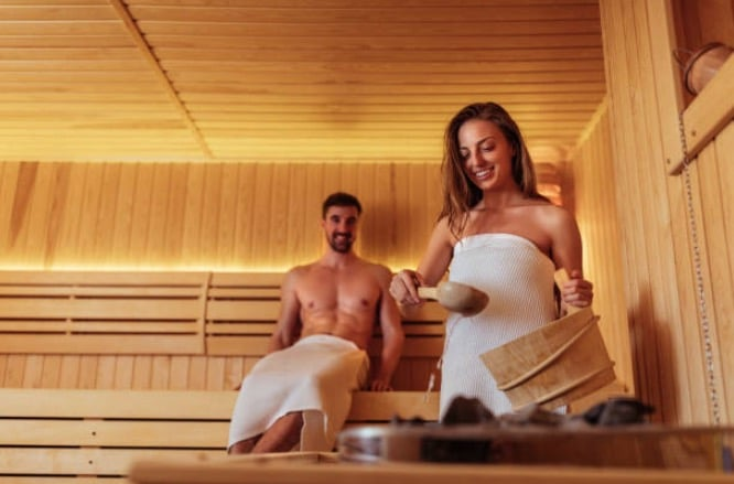 sauna couple peau