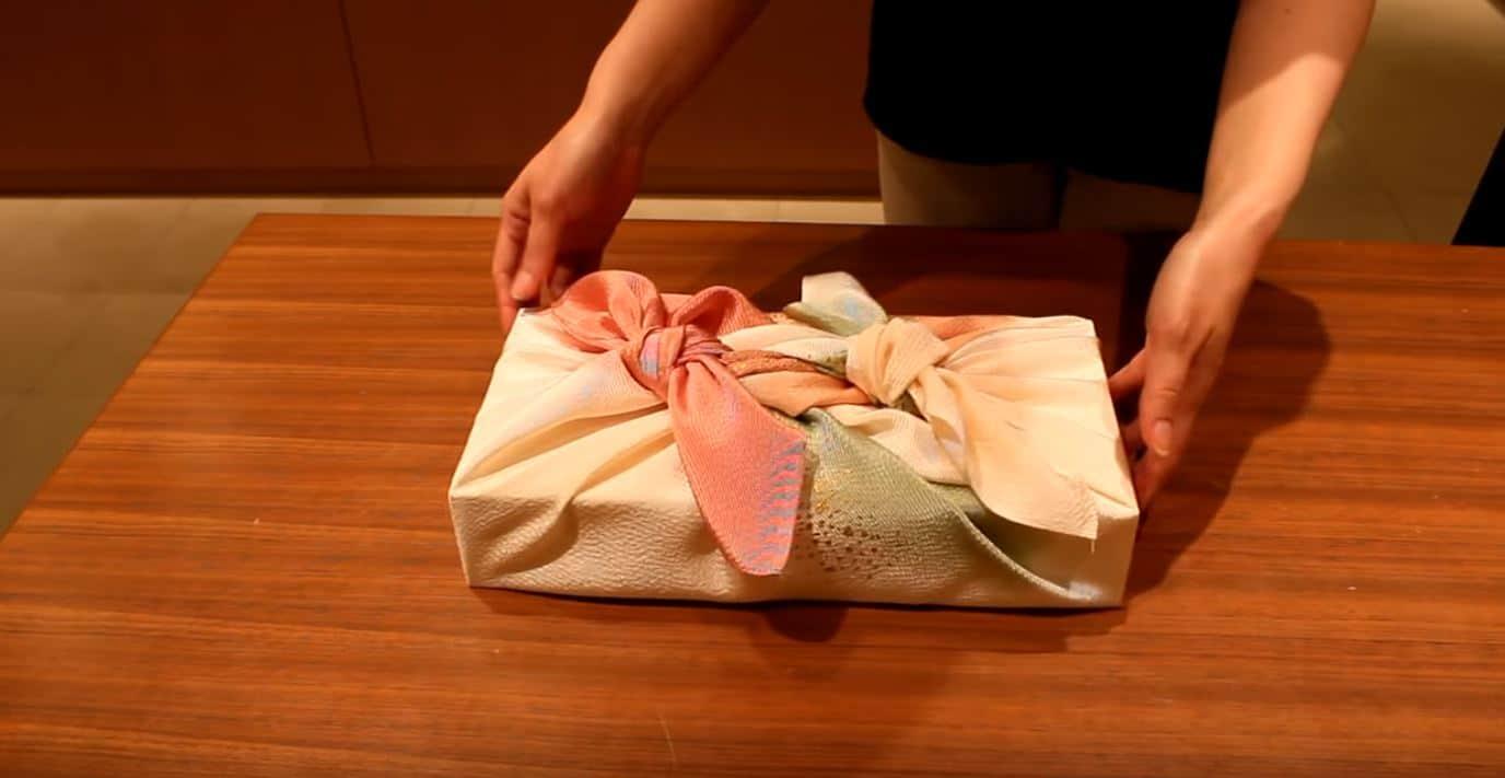 furoshiki cadeau emballage zero dechet technique8