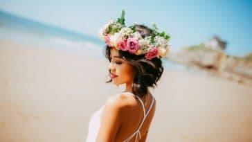 sentir bon tout le temps femme fleurs plage