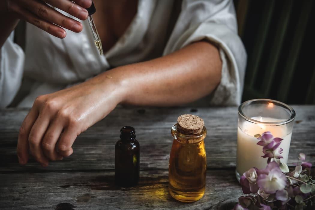 huile de jojoba peau sensible et grasse
