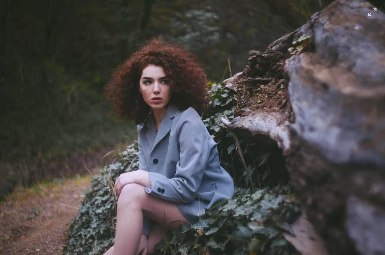 femme cheveux roux frises nature rousses anecdotes