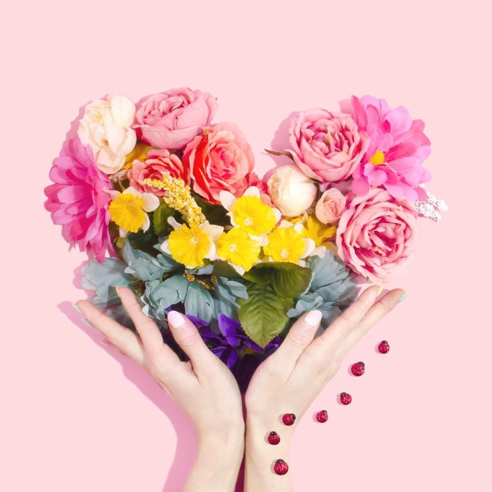 bouquet de fleurs en forme de cœur cadeau
