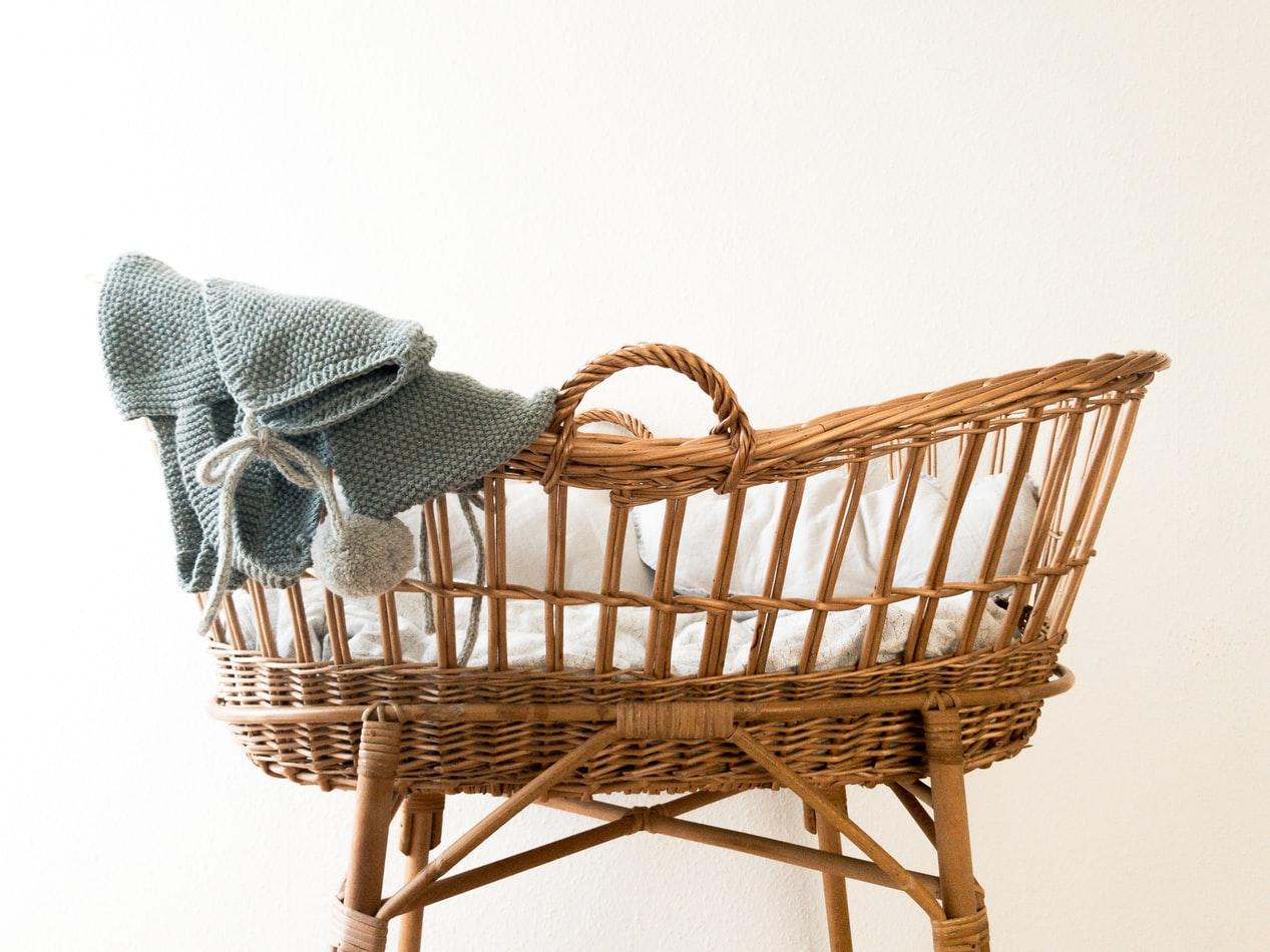 cadeaux de naissance bébé lit landau crochet