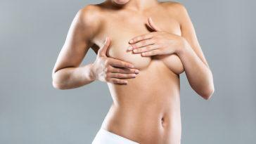 femme palper examiner seins poitrine cancer du sein vérifier