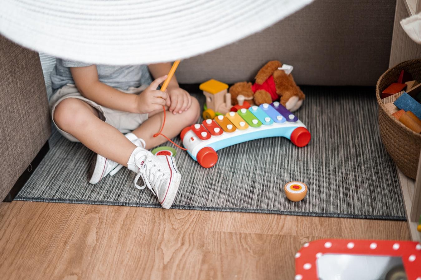 jouer enfant occuper chambre bébé jouets