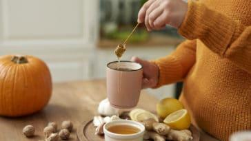 automne routine beauté astuces petit déjeuner tasse de thé miel