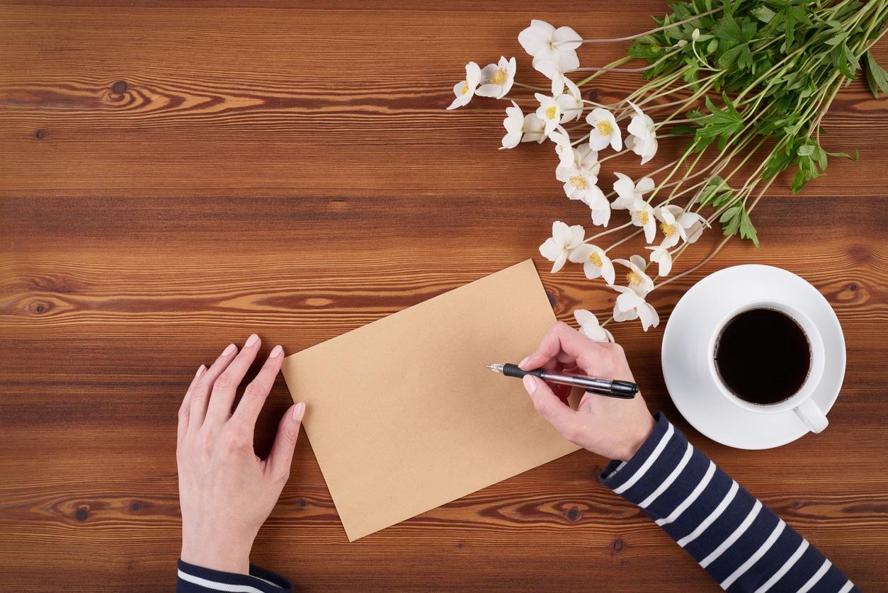 écrire carte de remerciement lettre enveloppe