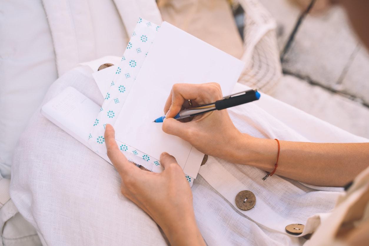 carte de remerciements écrire stylo femme