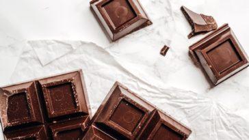 chocolat noir carrés manger