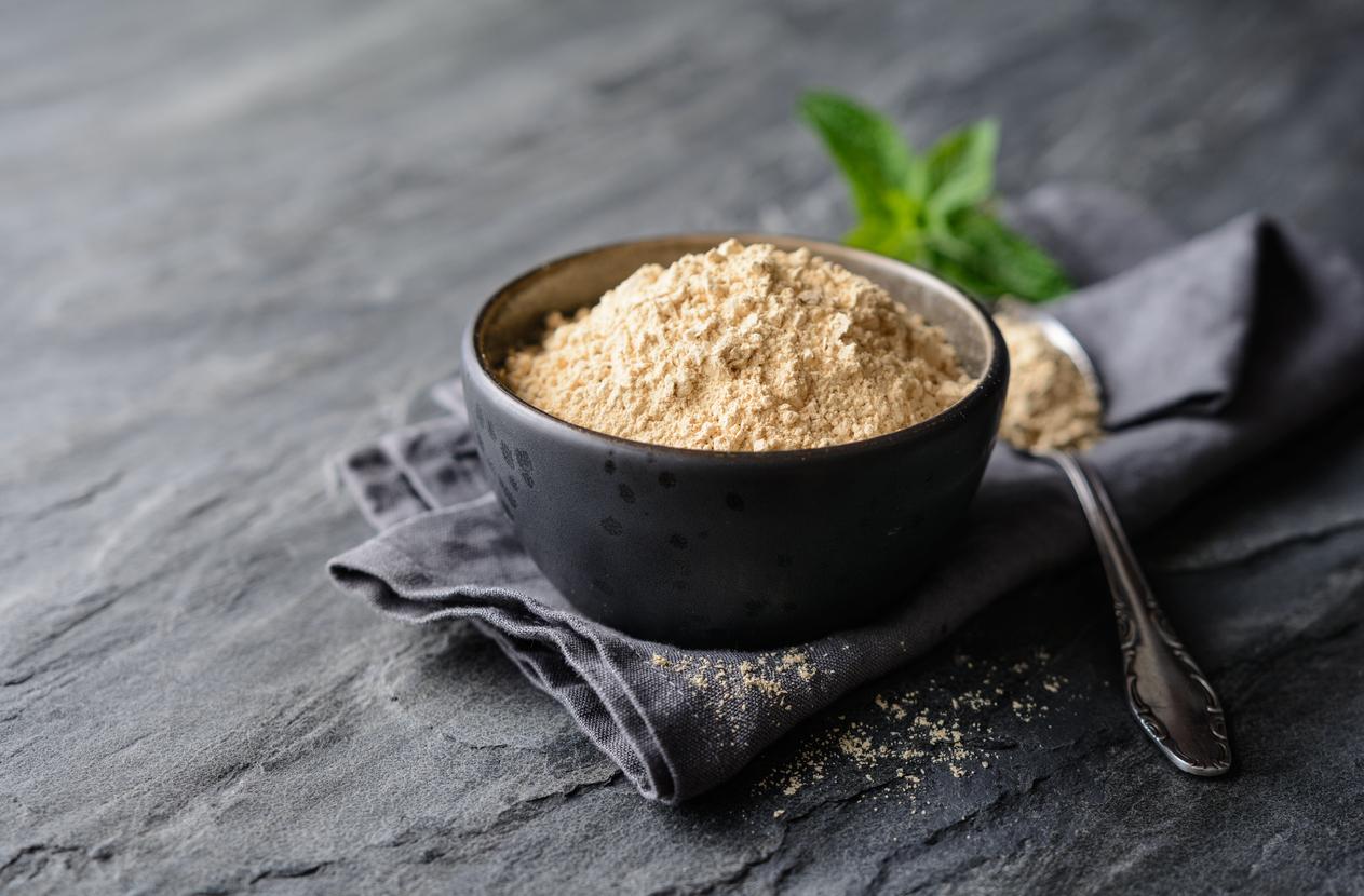 poudre de maca plante naturelle racine contre symptômes ménopause