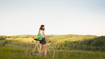 femme vélo cycle campagne voyage