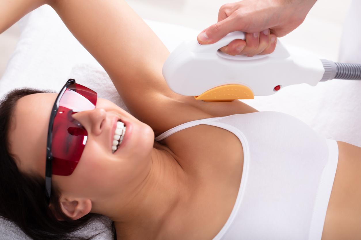épilation définitive aisselle femme douleurs astuces laser