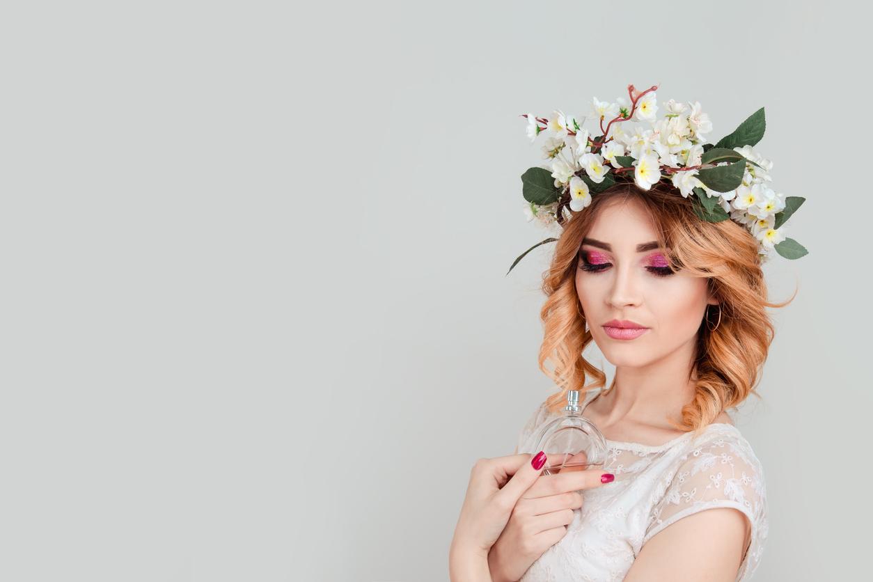femme parfum floral couronne fleurs eau de toilette parfum été