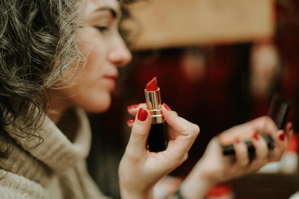 maquillage rouge à lèvres test femme