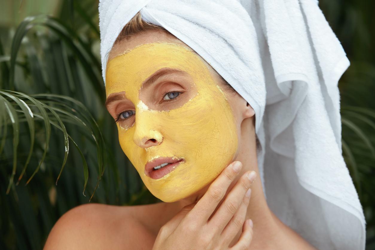 masque visage beauté spa femme argile jaune illuminer teint peau
