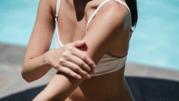 bronzage maillot de bain femme plage piscine eau mer vacances peau bronzée