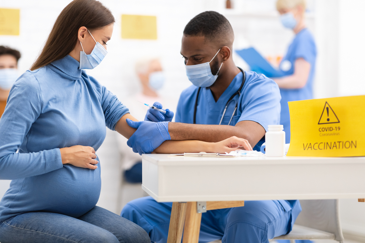 femme enceinte vaccin coronavirus covid vaccination médecin grossesse
