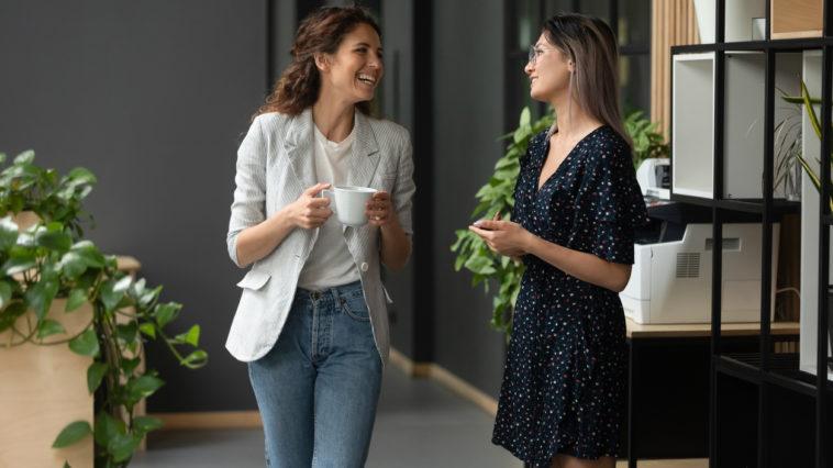 métier collègues travail boulot femmes tenue job café pause