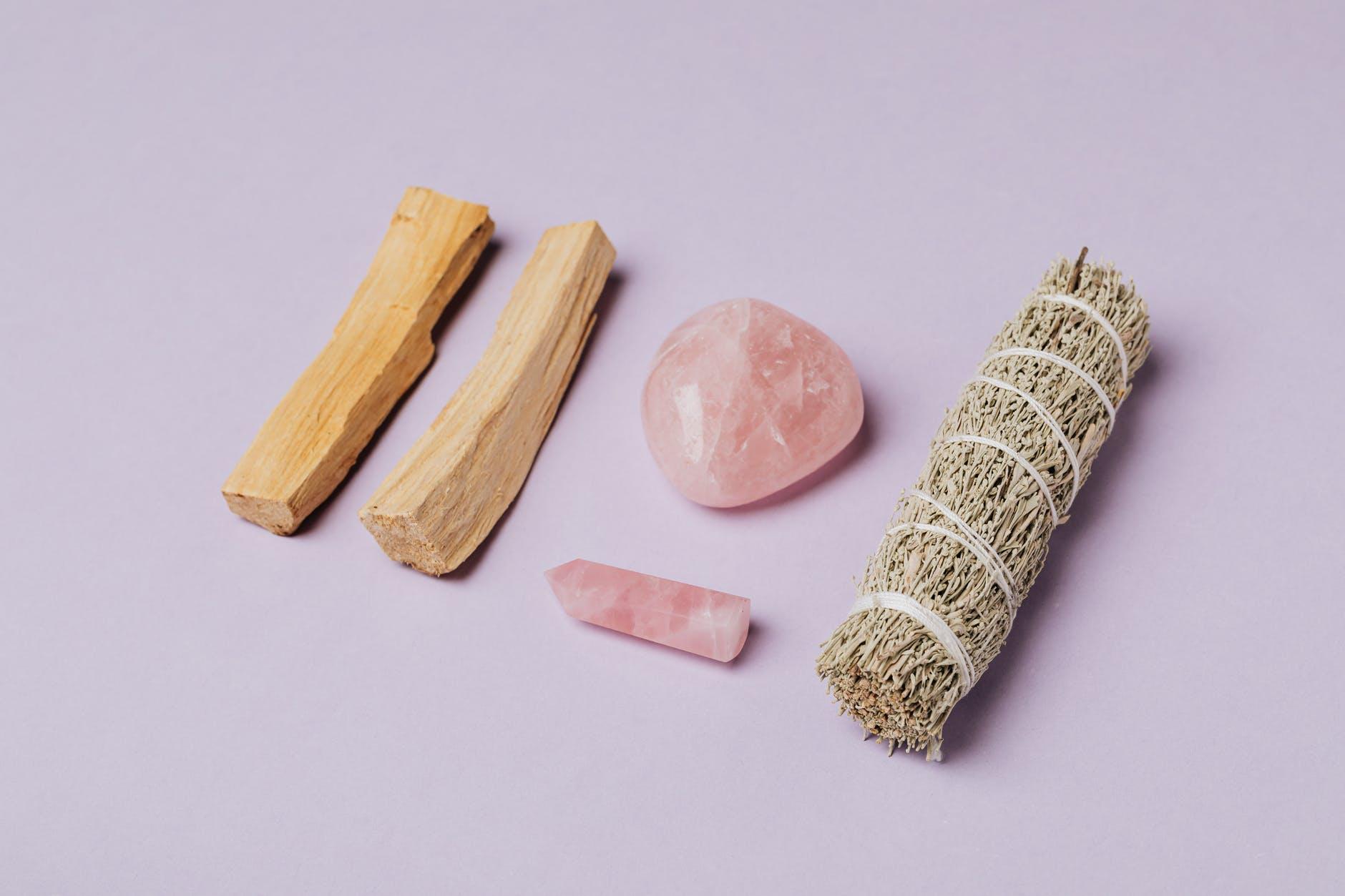 quartz rose pierre méditation encens purifier lithothérapie